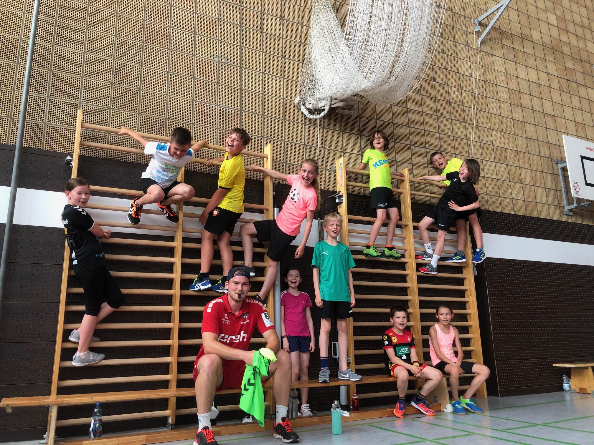 Kinder- und Jugendhandball in der Halle wieder auf vollen Touren – Tolle Gelegenheit für Neueinsteiger